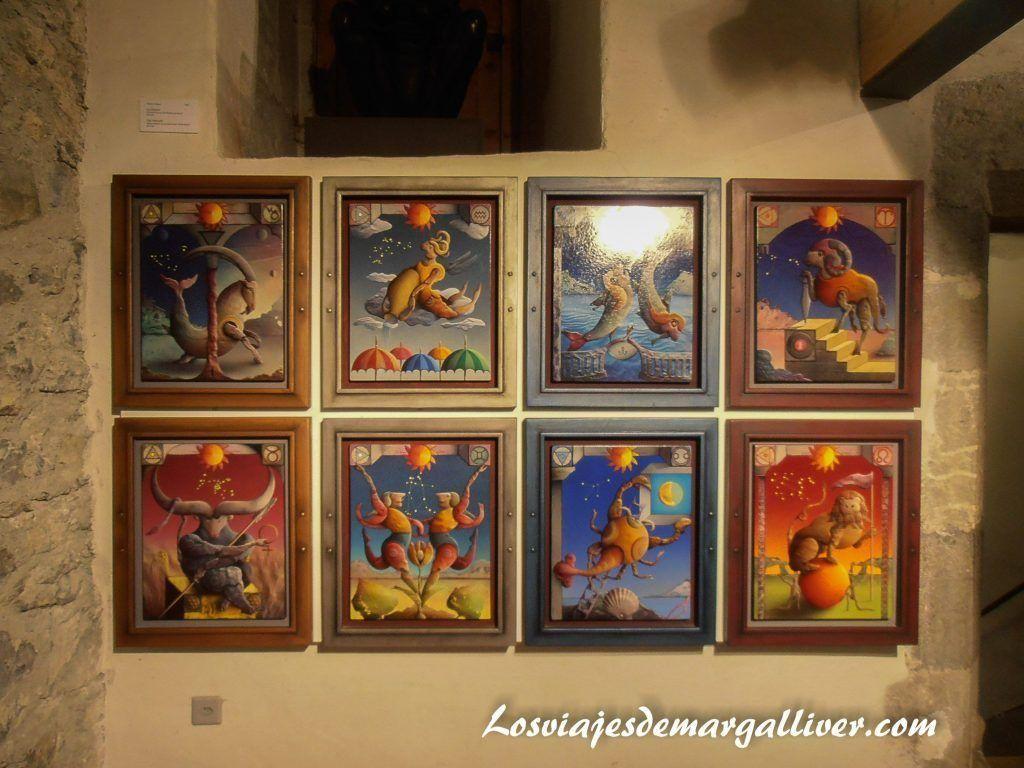Cuadros signos del zodiaco en el interior del castillo de Gruyeres - Los viajes de Margalliver